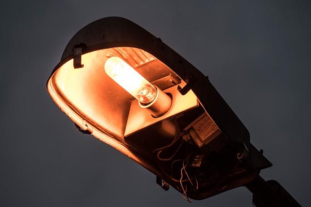 lampa, chybějící kryt