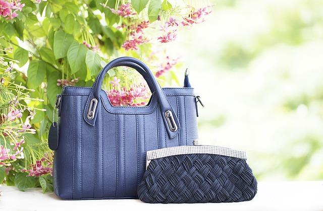 kabelky u květiny.jpg