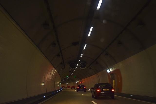 vozidla tunel provoz