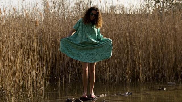 holčička u vody